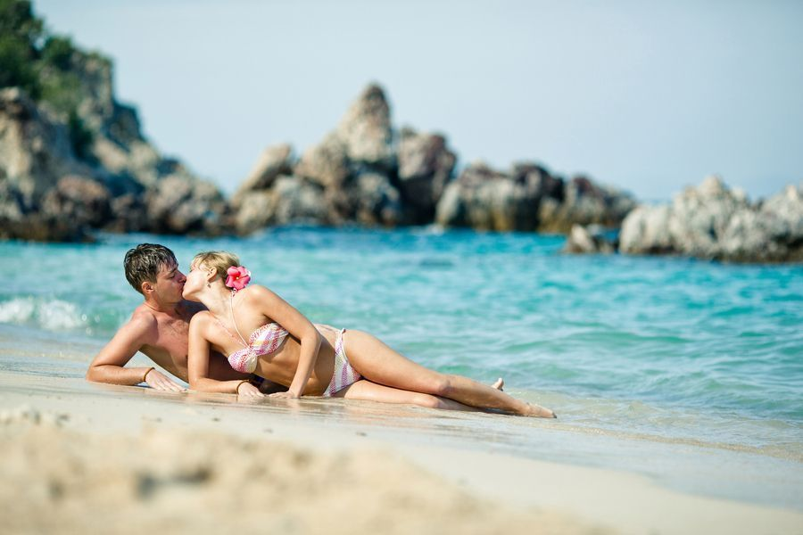 beach-couple-kiss-Favim.com-440908